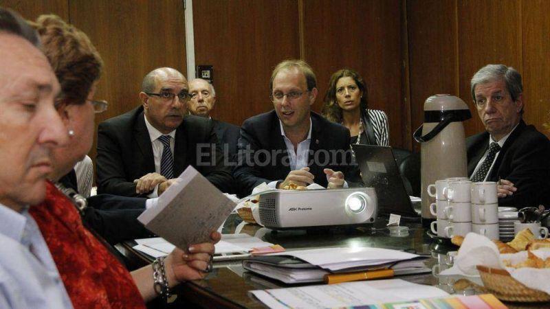 Saglione encabezó la primera reunión con representantes de la economía provincial