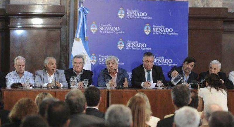 Pichetto aseguró a los sindicalistas que apoyará sus proyectos contra despidos y por ganancias