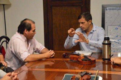 El intendente se reunió con el director de la Orquesta Escuela y la Comisión de Padres