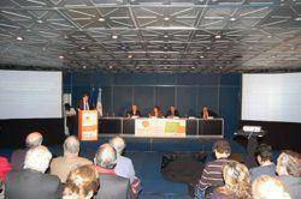 La FAM disertó en la Feria Mundial de Salud.