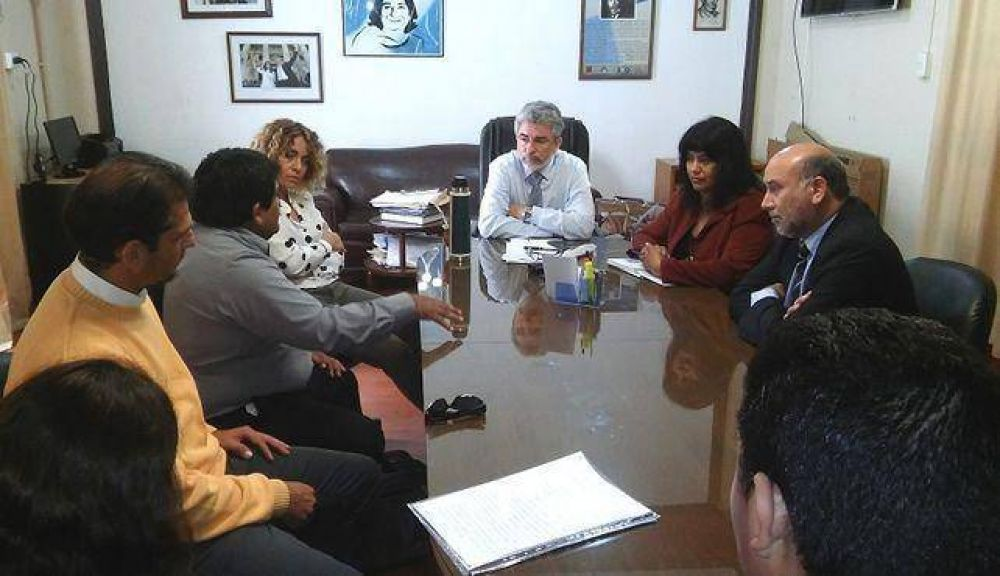 Continúan las reuniones entre Gutiérrez y los gremios docentes