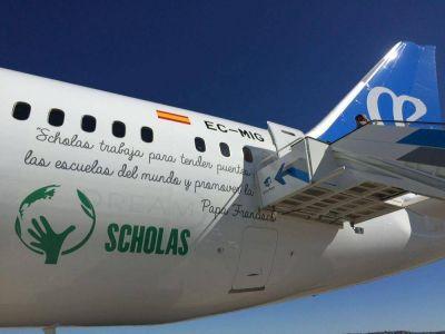 Se presentó el primer Boeing 787 Dreamliner de AIR Europa con el logo de Scholas