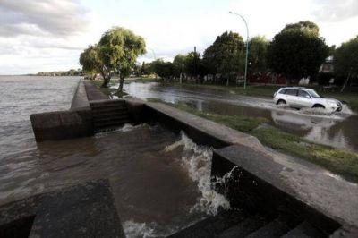 Advierten por la crecida del Río de la Plata en la costa del área metropolitana