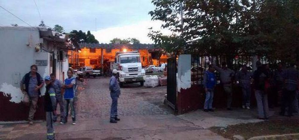 Municipales adhirieron al reclamo de Camioneros en Echeverría