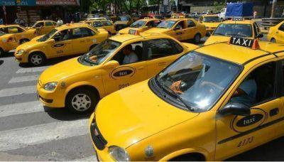 Taxistas esperan por tarifa