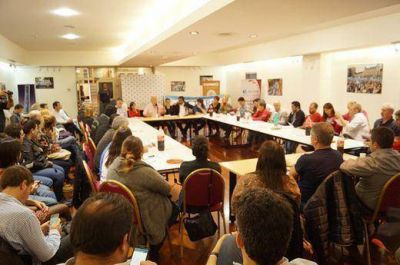 Fuerte respaldo de concejales del FPV a Cristina ante la citación del 13A