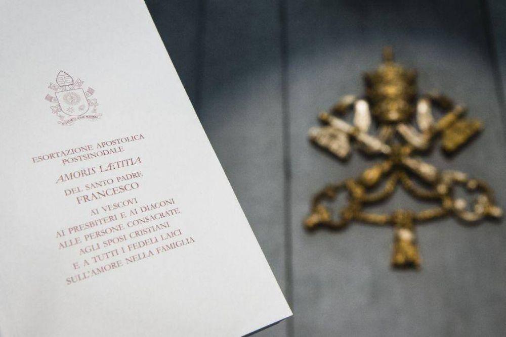 Acompañar, discernir e integrar la fragilidad: los 3 conceptos clave de la exhortación del Papa
