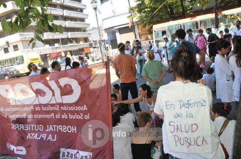 Médicos de CICOP inician paro de tres días, para reclamar mejores salarios