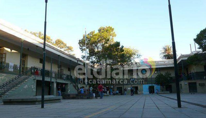 Los docentes preuniversitarios inician plan de lucha de 72 horas