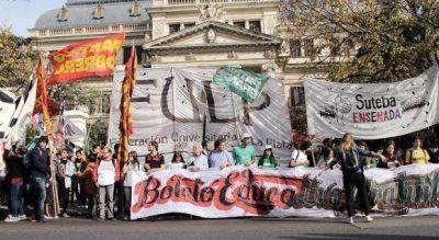 Organizaciones se movilizan a la Gobernación para reclamar la aplicación del boleto estudiantil
