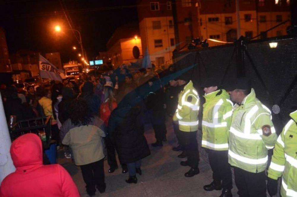 SUTEF escracha casas de funcionarios por las calles de Chacra II en Río Grande