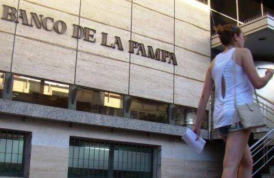 El Banco de La Pampa, en un laberinto