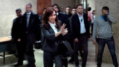 Cristina call� ante la Justicia y habl� delante de la militancia