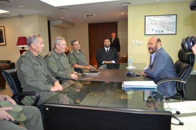 """El gobierno coordina estrategias con GN a fin de """"profundizar lucha frontal al narcotráfico"""""""