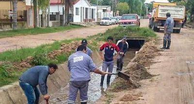 Trabajos de desobstrucción y bombeo en Colastiné Norte