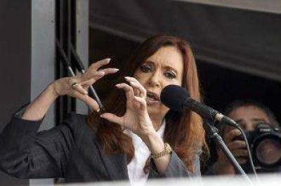Le Monde dice que Cristina Kirchner usó a la Cruz Roja para lavar dinero
