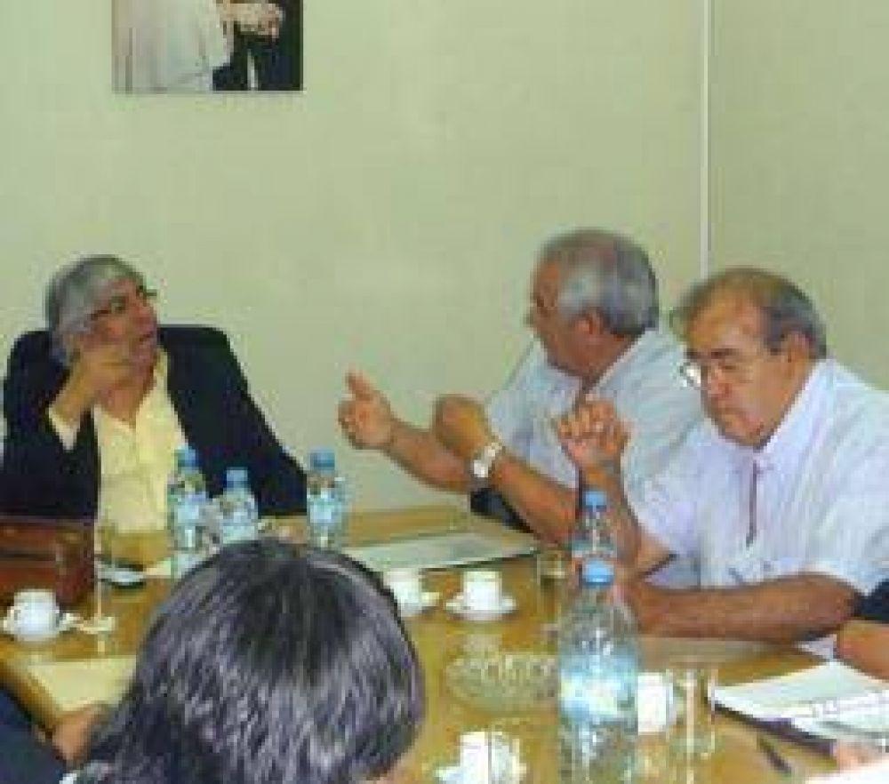 La CGT se moviliza contra despidos y parate de obra pública