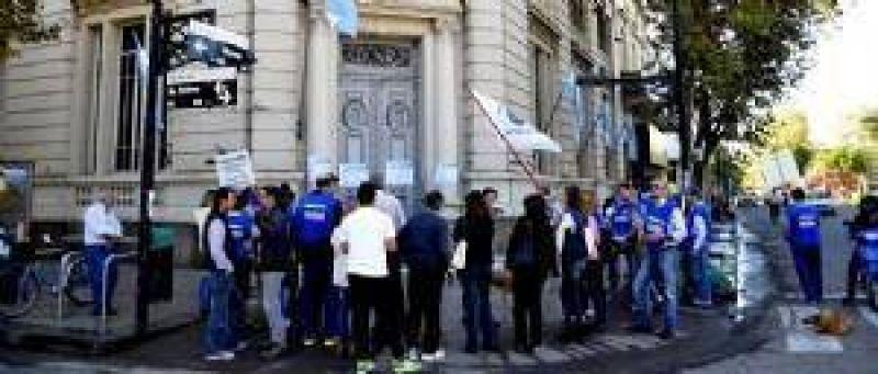 ADELANTO: El paro bancario fue total en la ciudad de Chivilcoy