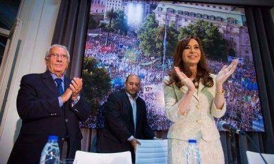 Cristina, de regreso: reuni� a diputados del FpV en el Instituto Patria