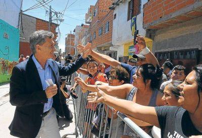 Para revertir la caída en las encuestas, Macri lanza un 'paquete social'