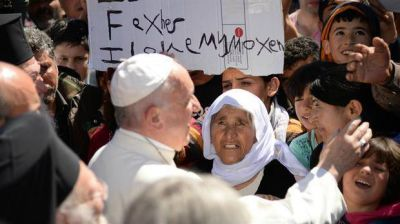 El Papa, a los inmigrantes en Lesbos: