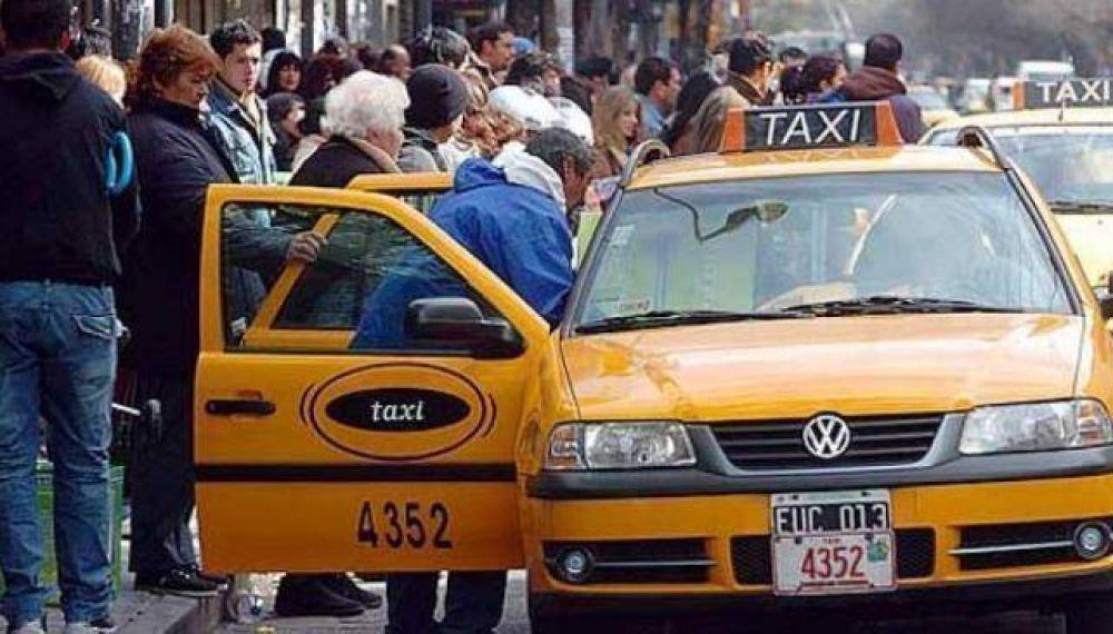 Los taxistas pulsean por subas en la tarifa