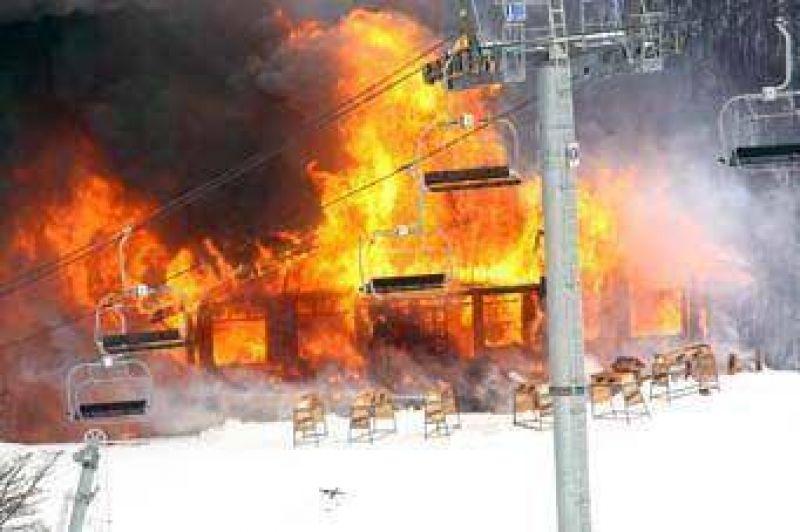 El fuego destruyó instalaciones del centro invernal