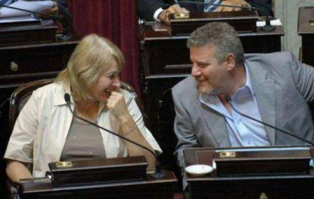 José Martínez y María Díaz votaron a favor de los Superpoderes K