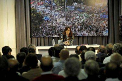 Cristina Kirchner recibió a 52 intendentes de la Provincia