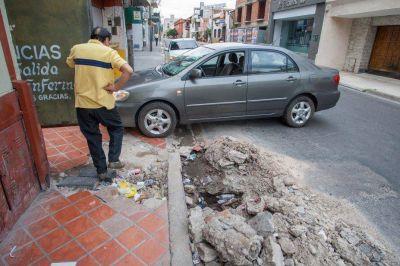 Arreglan cañerías, pero destruyen calles y veredas