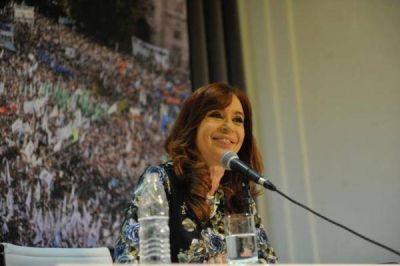 Cristina junto a los intendentes, entre el tirón de orejas y el miedo a que el país empeore
