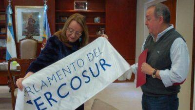 La Gobernadora Alicia Kirchner recibió al Parlamentario del Parlasur Mario Metaza