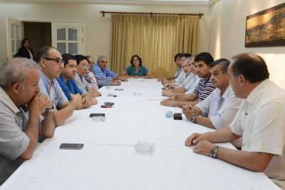 La gobernadora organiza la agenda legislativa con senadores del FPV