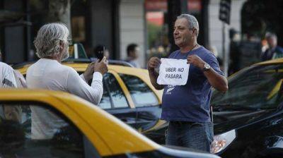 Taxistan protestan contra Uber en el Obelisco y en la Jefatura de Gobierno porte�o