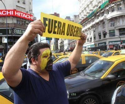 M�s protestas de taxistas contra Uber, que sigue disponible