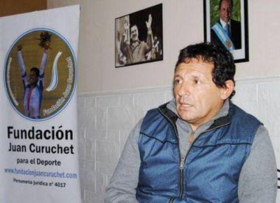 Entrega de subsidios y material deportivo de la Fundación Juan Curuchet