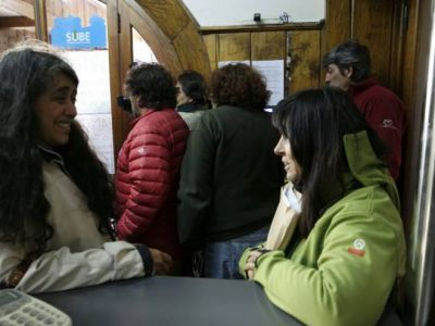 Referentes del FpV entregan más de 3 mil firmas por la activación de políticas de género