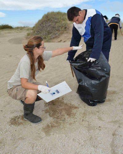 Jornada de Limpieza de Playas y Censo de Residuos