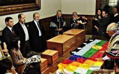 El Museo de La Plata restituy� restos a la comunidad Selk'nam