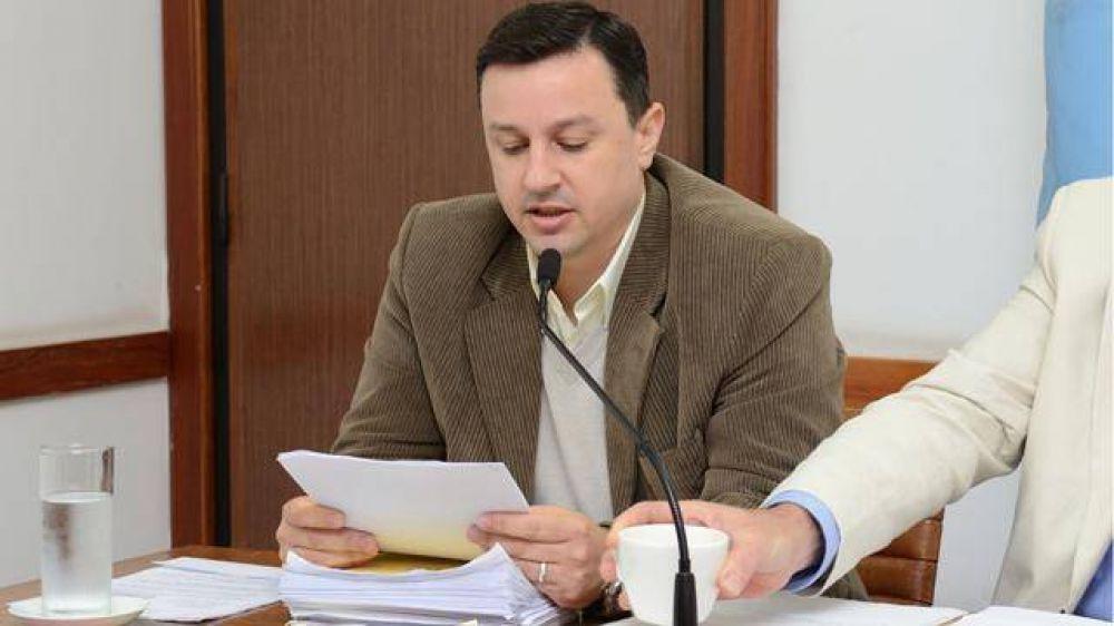 Maneiro denunció irregularidades en los contratos de trabajo