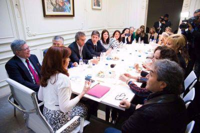 Cristina recibió a 22 senadores y les pidió que definan una estrategia parlamentaria