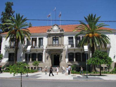 Cumbre política entre oficialismo y oposición en Casa de las Tejas