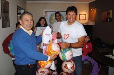 La Fundación Curuchet realizó una nueva entrega de subsidios y materiales deportivos