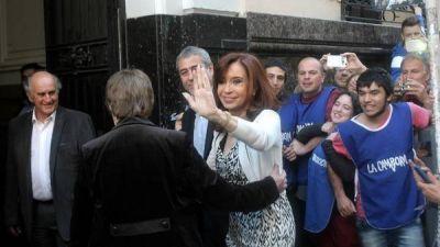 Ante la mitad del bloque K, Cristina pidi� bloquear los candidatos de Macri a la Corte