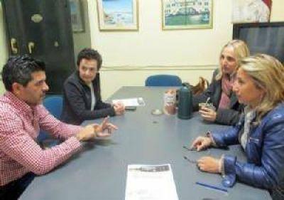Dom�nguez Yelpo se reuni� con integrantes de la Universidad