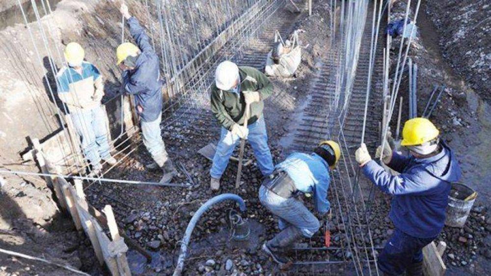 Hay mil albañiles sin trabajo por el parate de obras