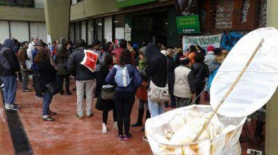 Protesta en la Municipalidad por los desbordes cloacales