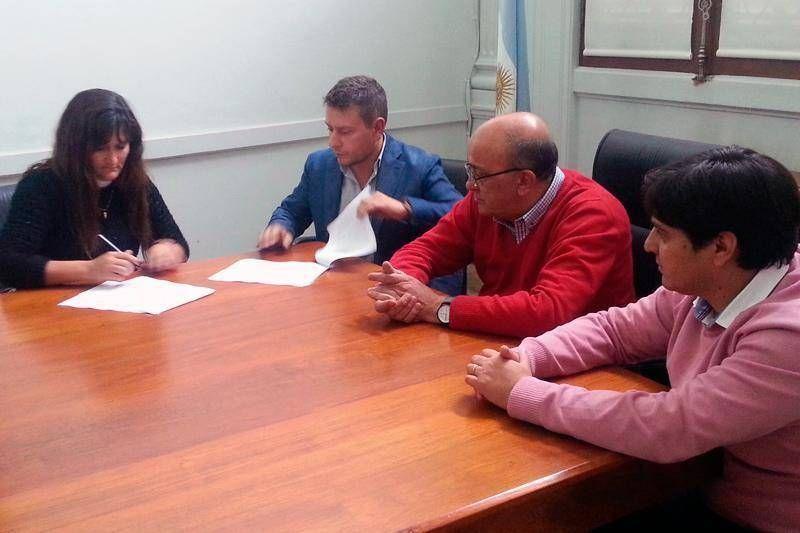 Se firmó el preacuerdo de las paritarias municipales
