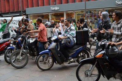 Motoqueros denuncian precarización laboral y mal estado de las motos