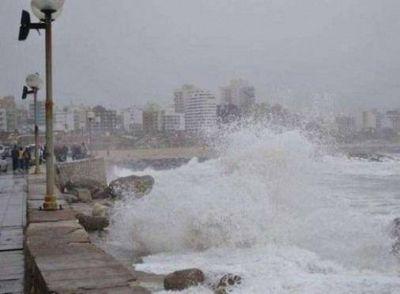 Por alerta meteorológico cierran paseos costeros hasta el miércoles